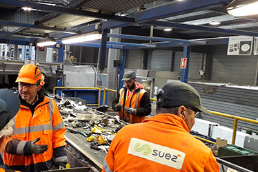 Les centres de tri SUEZ recyclent les déchets electriques et electroniques